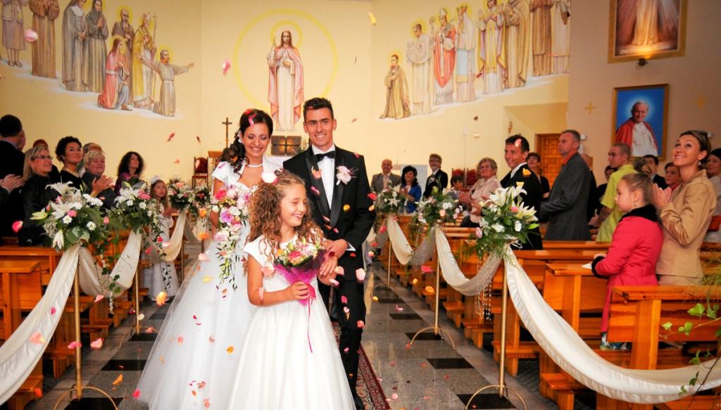 Jak bez stresu fotografować ślub w kościele. Ceremonia ślubu na zdjęciach.